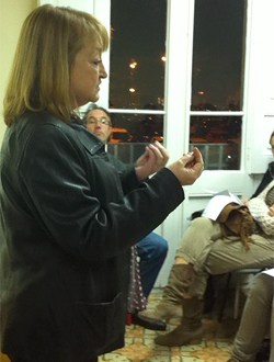 La psiquiatra Anna Bielsa en una sesión de la escuela de padres.